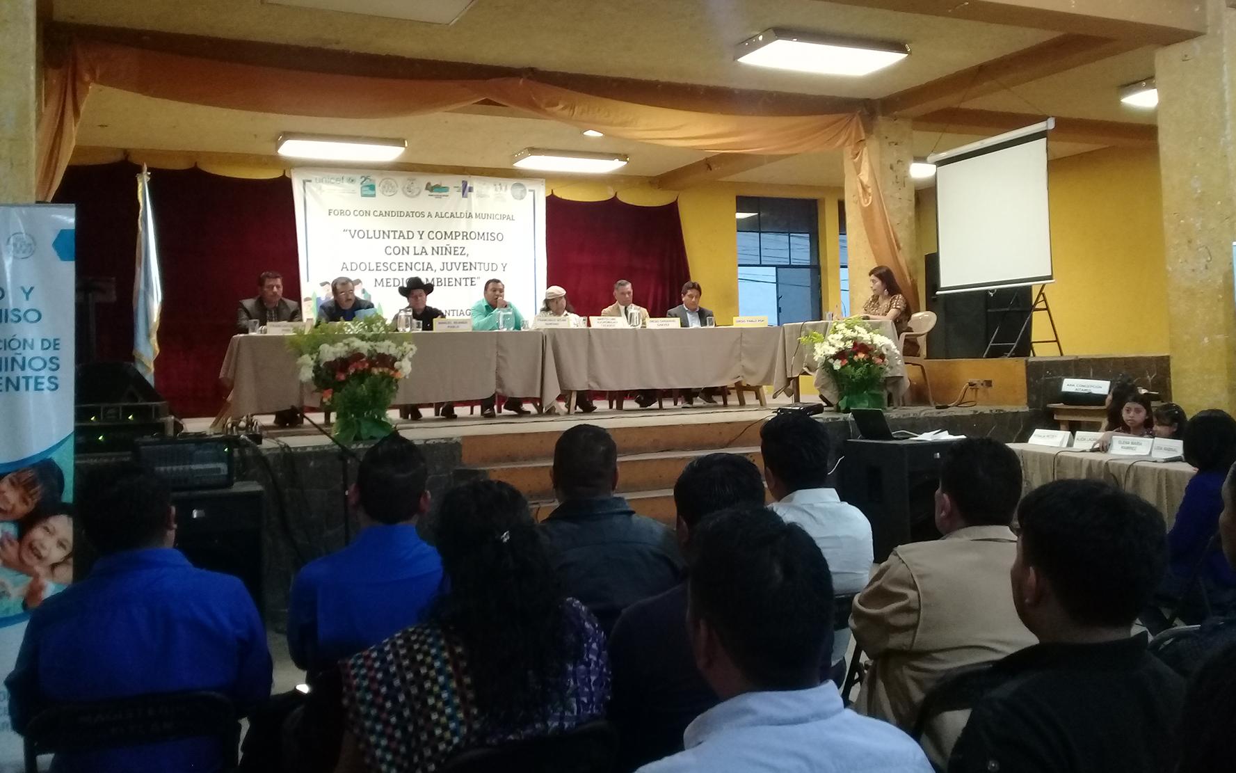 Candidatos a alcalde firman compromiso con niñez, adolescencia, juventud y medio ambiente, en Santiago Atitlán