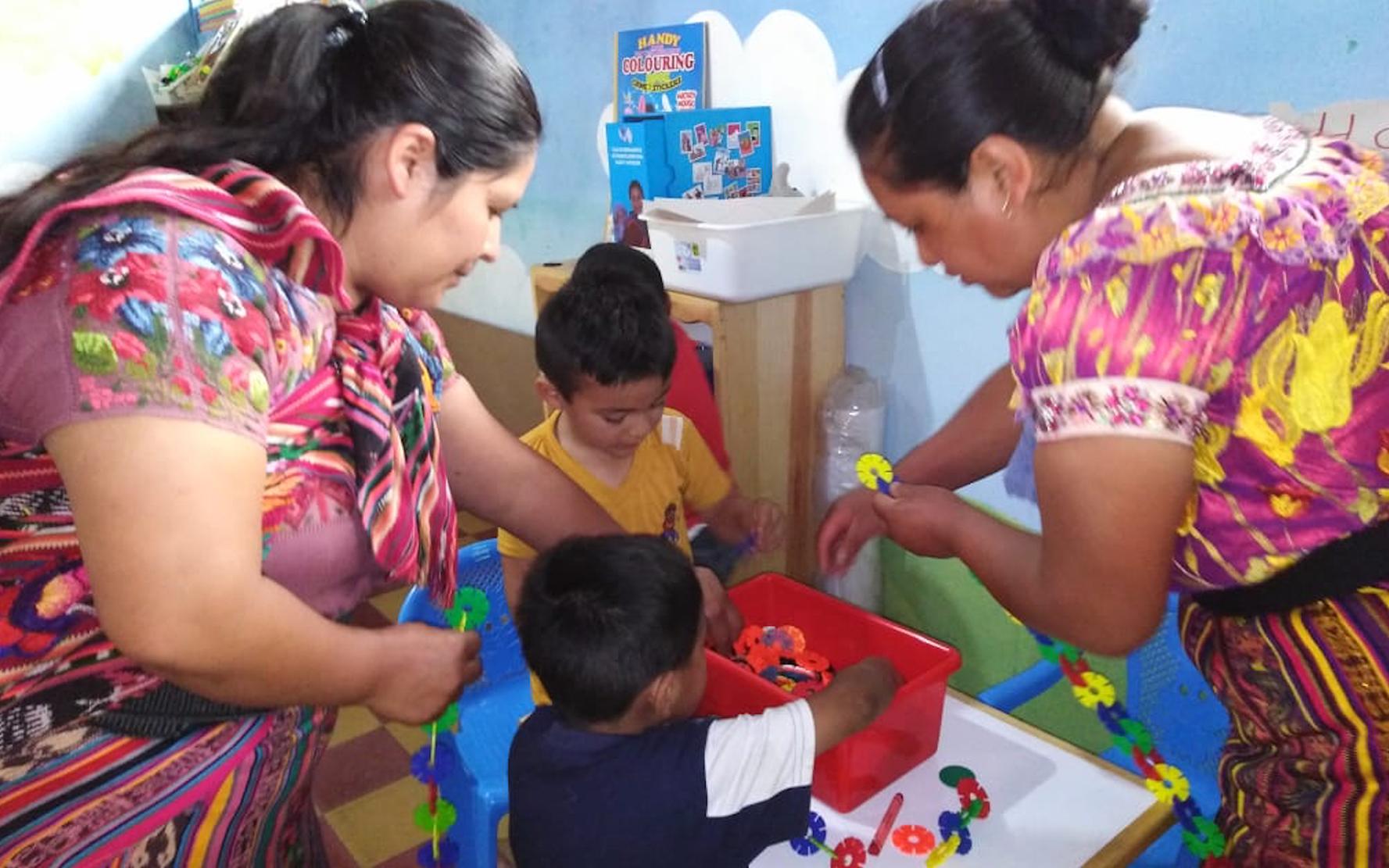 CDI Semilla inicia proceso de formación de madres guías en estimulación oportuna, en San Andres Semetabaj, Sololá
