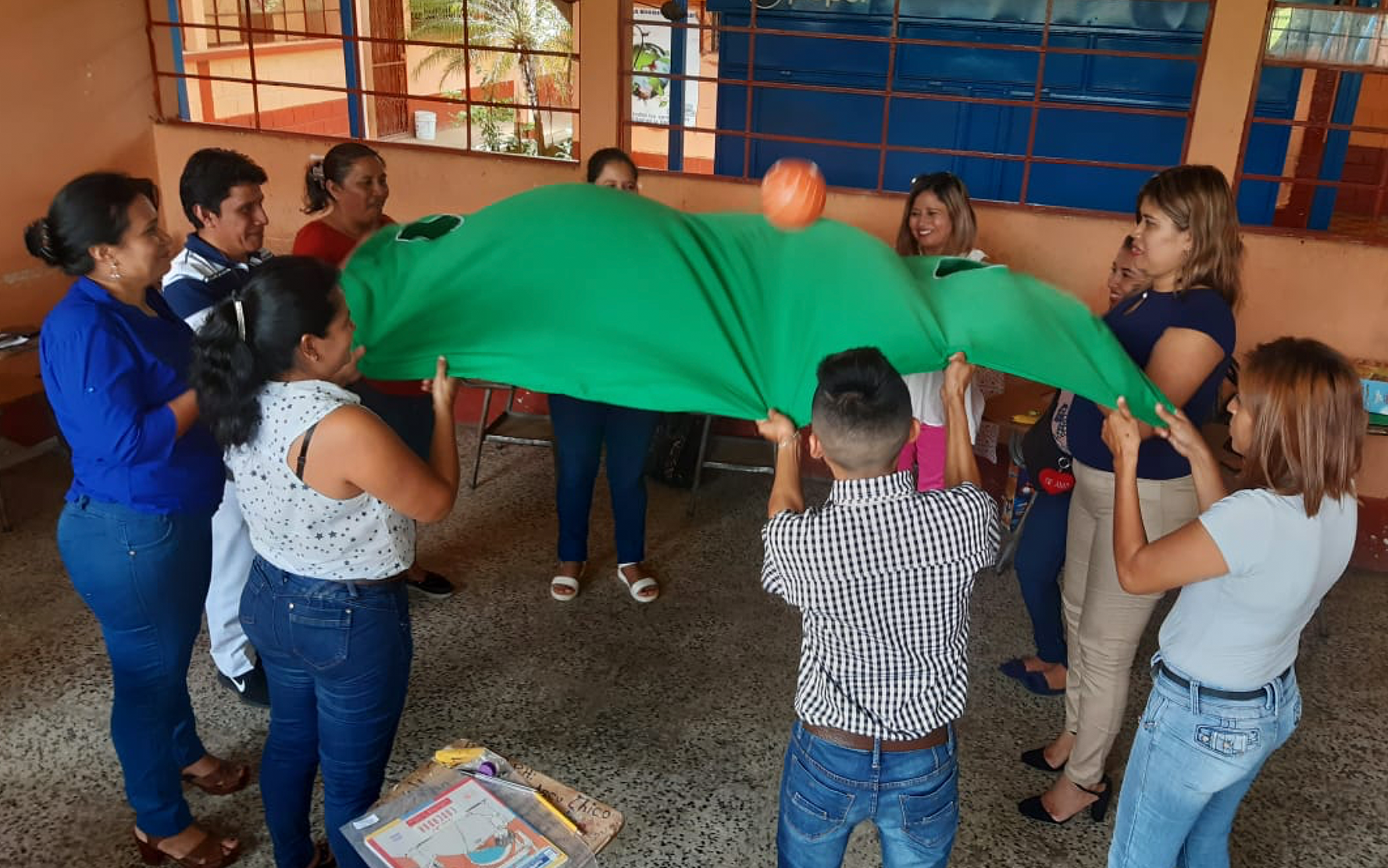 En Cuyotenango, Suchitepéquez, maestras del Círculo de Aprendizaje imparten a sus pares el taller «Dimensiones de la Sexualidad»