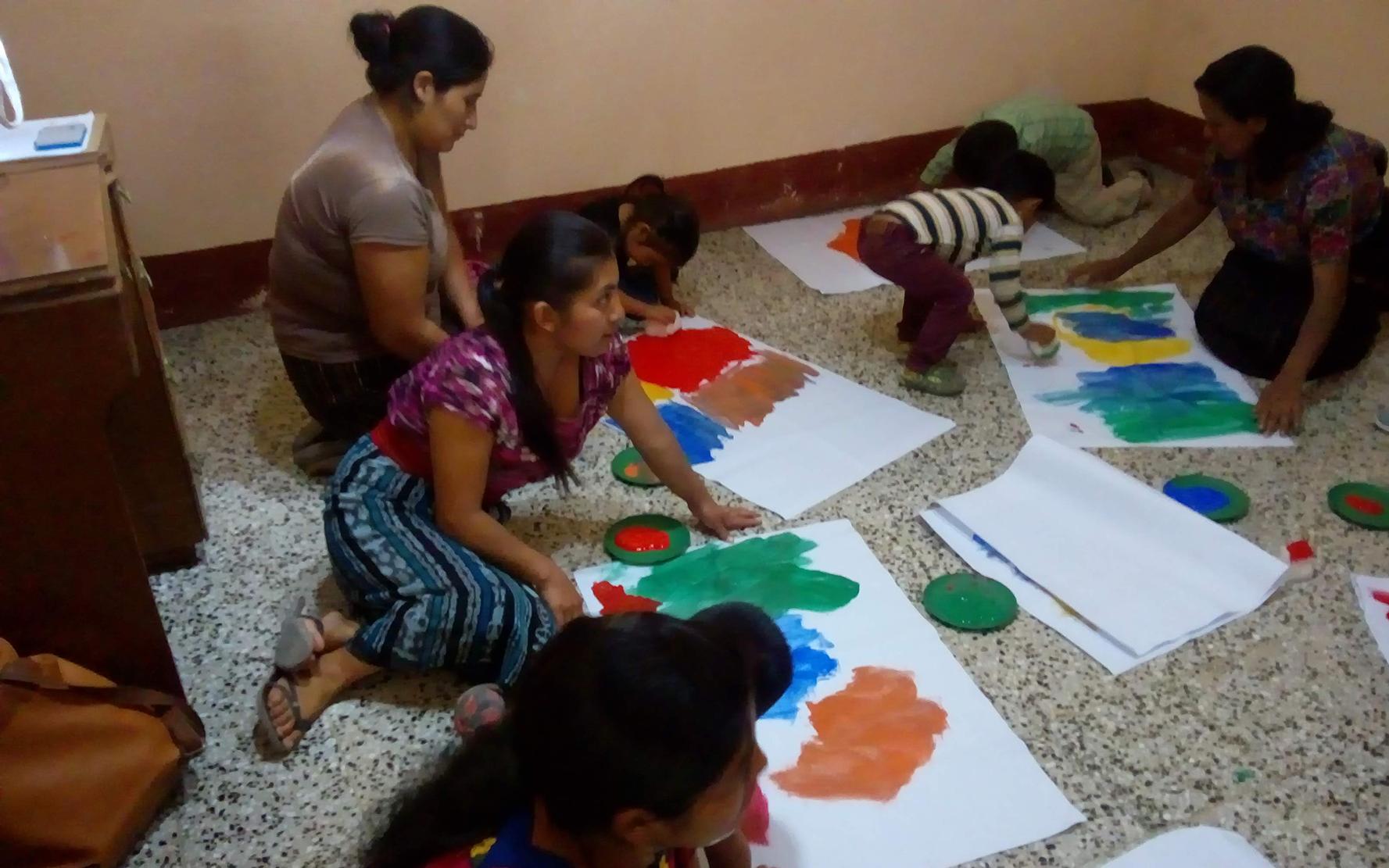 En Santa Catarina Palopó, Sololá, madres guía replican temas de primera infancia y estimulación oportuna