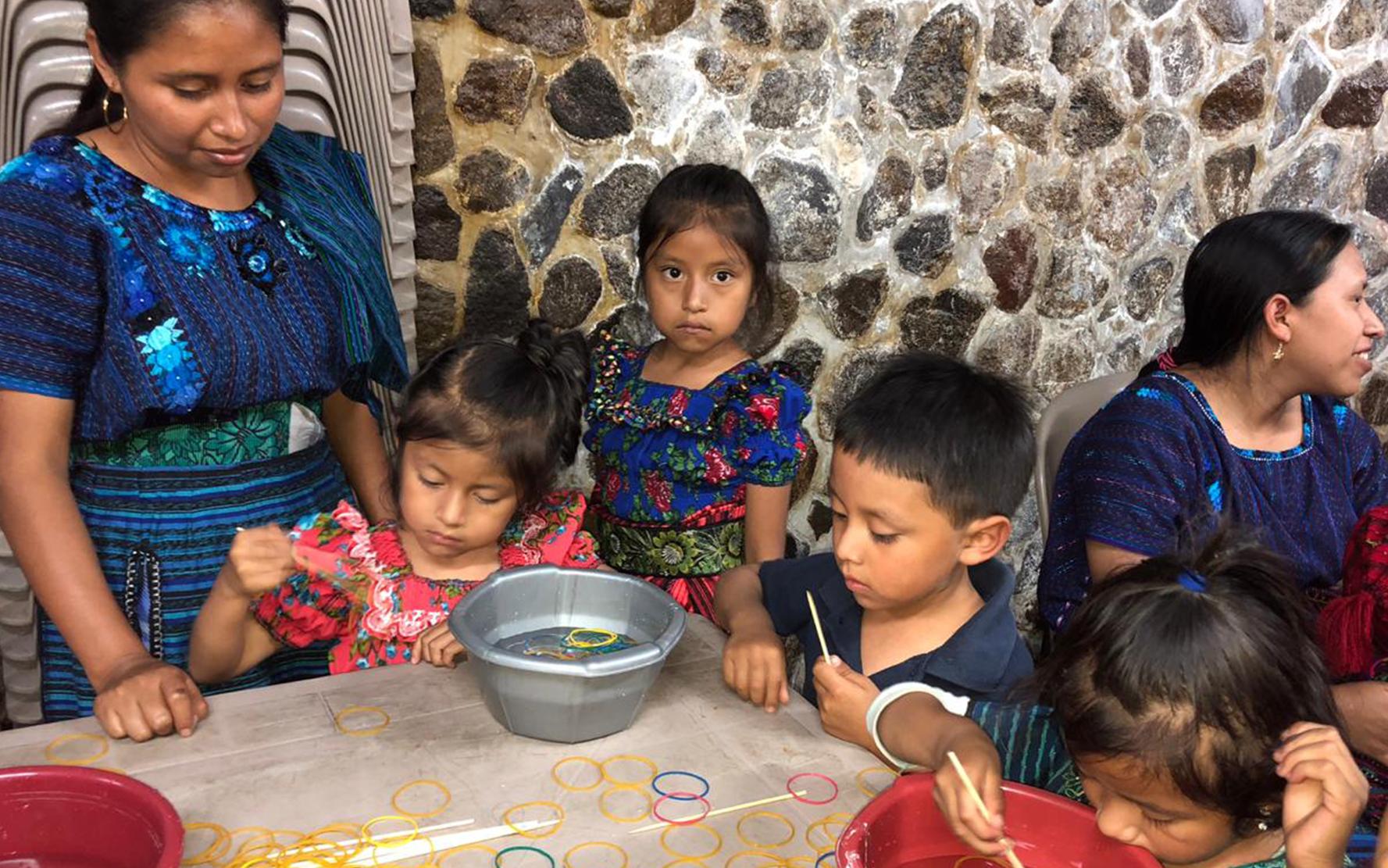 Madres de San Antonio Palopó participan en proceso de formación de educación no escolarizada a niños de 0 a 6 años
