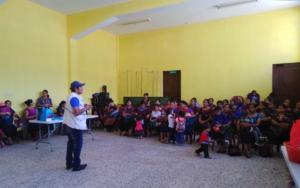 Madres de Santa Cruz La Laguna, Sololá, participan en réplica de tema de estimulación oportuna para niñas y niños de primera infancia