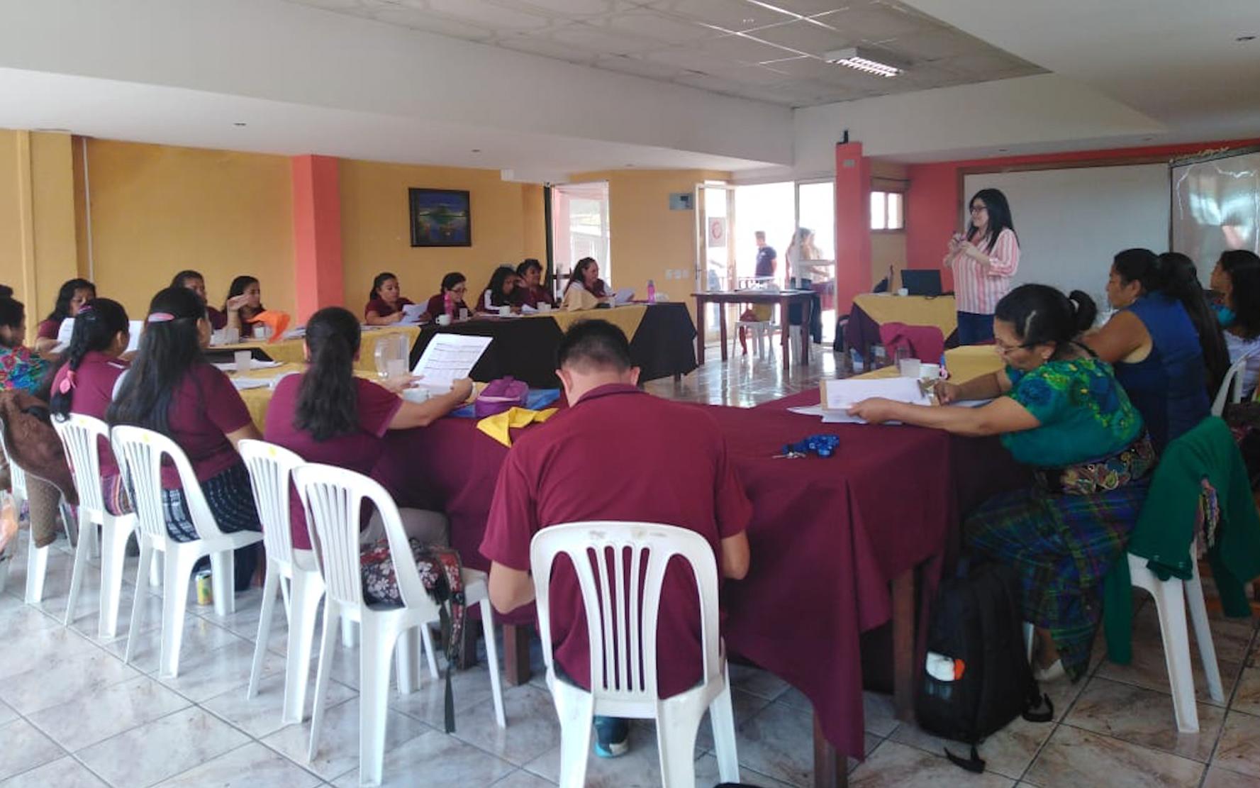 Clausura del diplomado de primera infancia para maestras de preprimaria del sector público, en Panajachel, Sololá