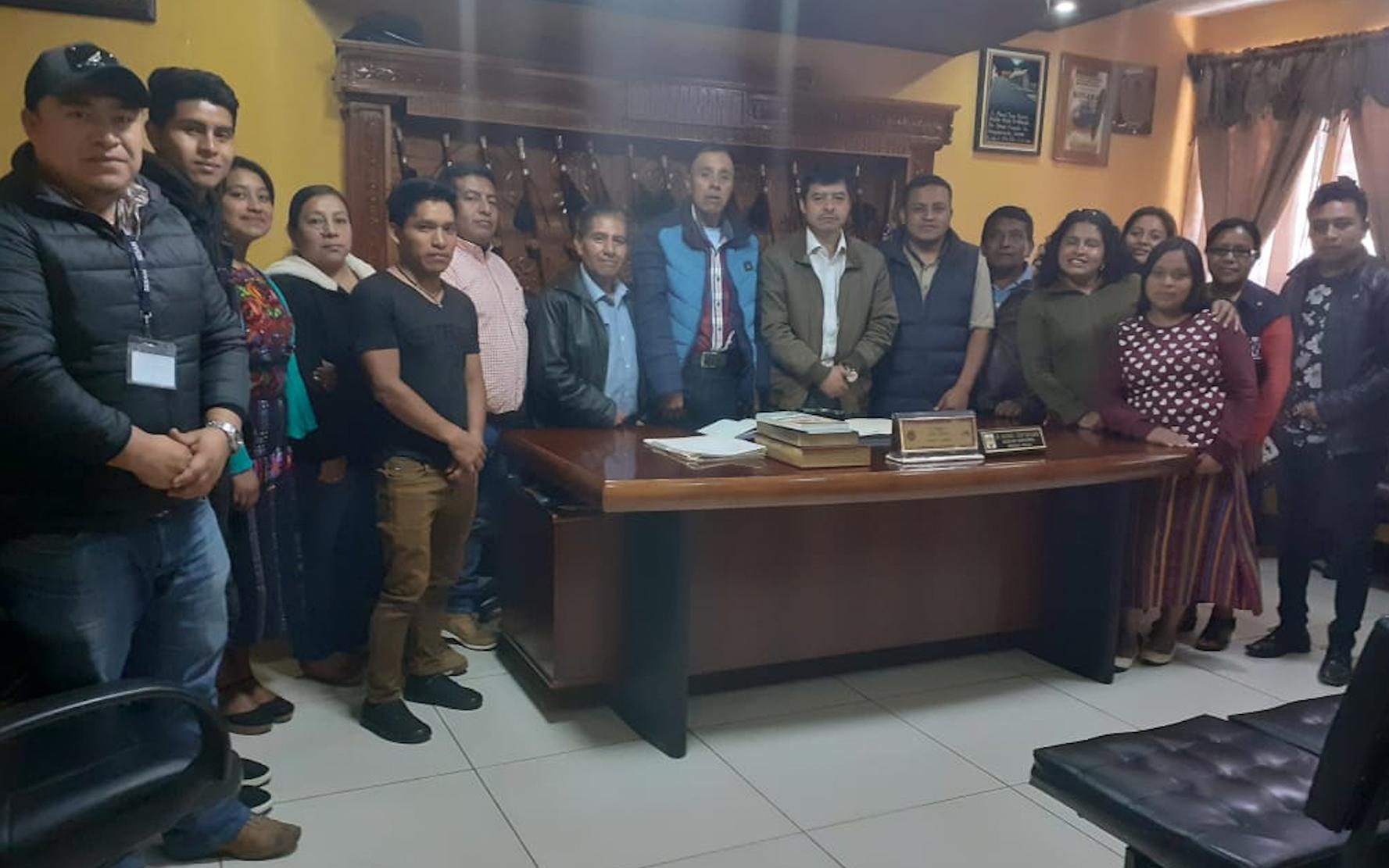 Red de niños y adolescentes NIV NAUC participa en reunión con autoridades locales en Nahualá, Sololá