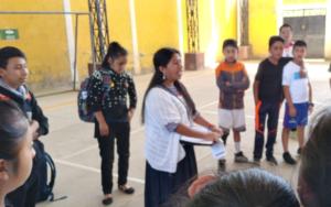 Niñas, niños y adolescentes de la Red Unidos por el Cambio, NIV NAUC visitan escuela oficial en Santa María Visitación, Sololá