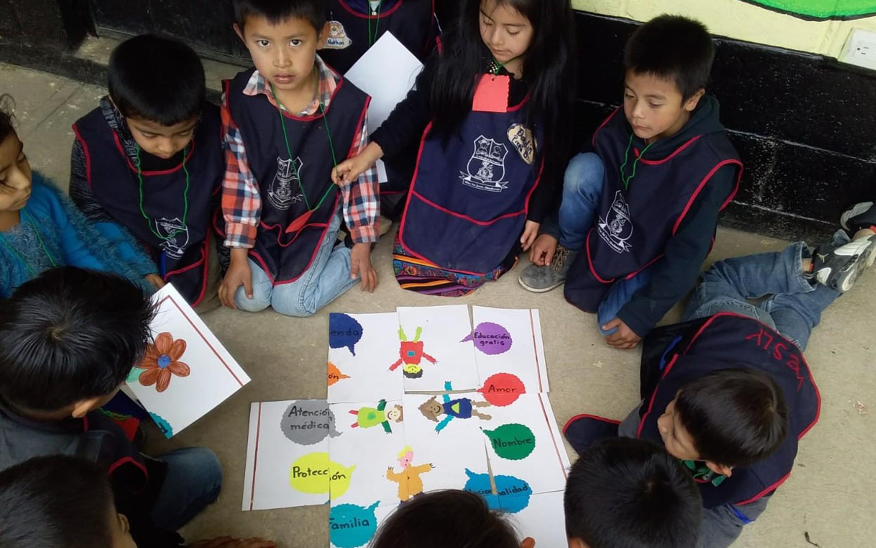 Estudiantes de la Aldea San Jacinto, Chimaltenango, conocen la Ley de Protección Integral de la Niñez y Adolescencia -LEYPINA-