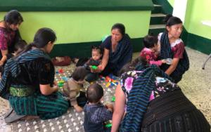 Grupo de madres y niños comenzaron educación inicial no escolarizada