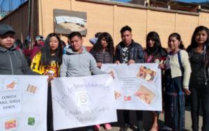 Adolescentes y jóvenes de la Red Juvenil NIV NAUC participan en caminata por la nutrición que se realizó en Nahualá, Sololá