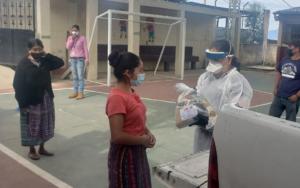 PAMI beneficia con insumos alimenticios a familias de dos aldeas de Santa Catarina Palopó, Sololá