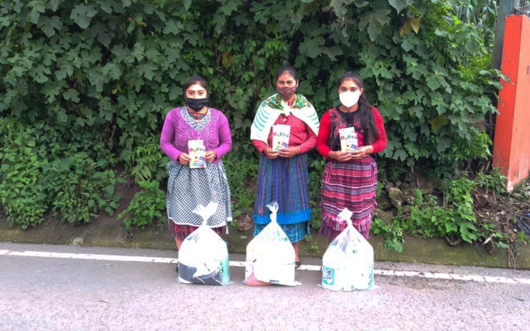 PAMI y CEIPA realizan tercera entrega de kits de higiene a adolescentes de 7 municipios de Quetzaltenango