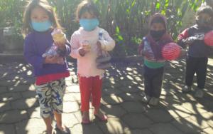 En el Día del Niño, adolescentes y jóvenes de Molaj Na'oj realizan entrega de regalos a la niñez de Concepción, Sololá