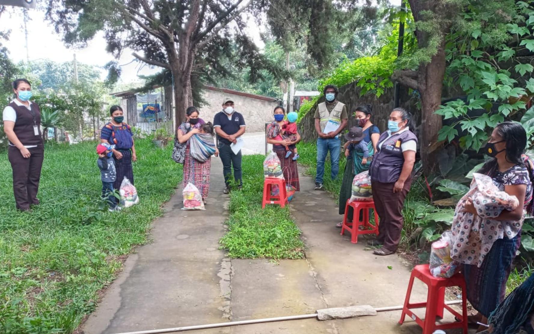 En San Lucas Tolimán y Santiago Atitlán, Sololá, PAMI realiza tercera entrega de kits nutricionales