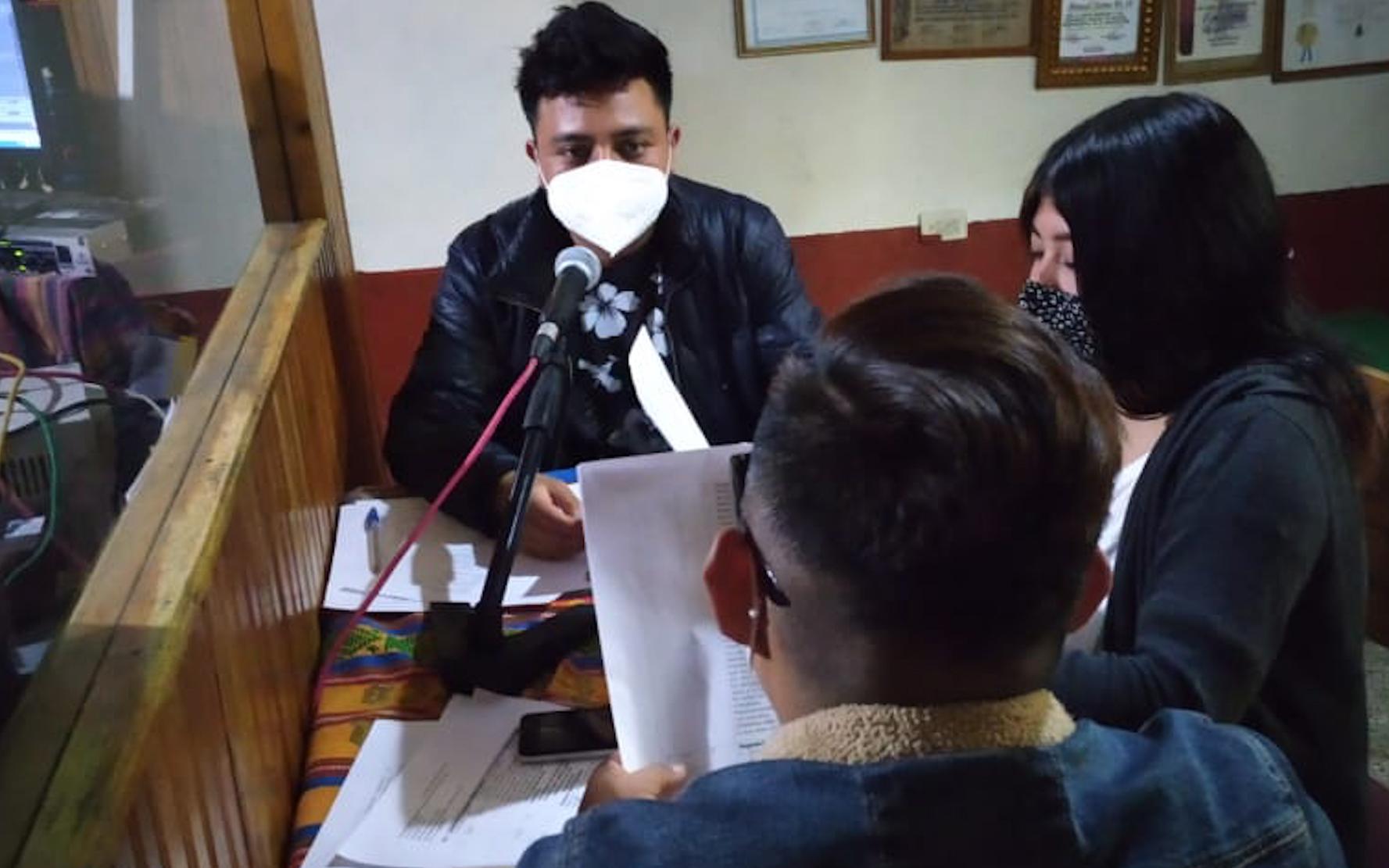 La Red de Niñas, Niños y Adolescentes Niv Nauc, de Nahualá, promueve derechos de la niñez con el programa de radio «Aprendamos nuestros derechos»
