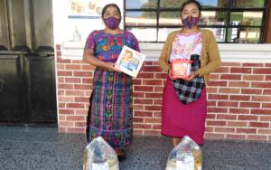 PAMI hace entrega de bolsas con insumos de nutrición y kits lúdicos a madres de San Andrés Semetabaj, Sololá