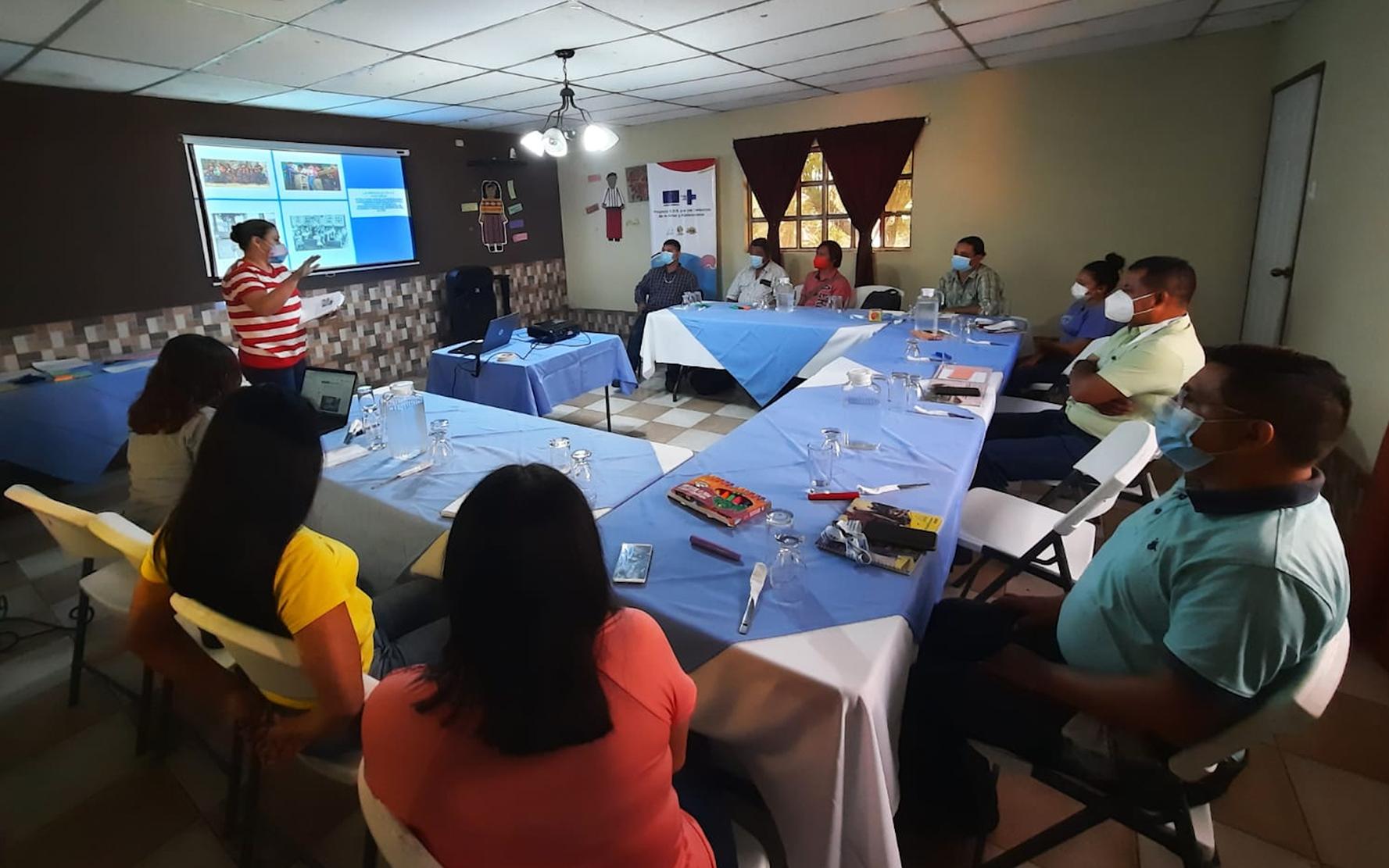 En Samayac, Suchitepéquez, PAMI realiza taller sobre paradigmas y situación de la niñez y adolescencia, para medios de comunicación