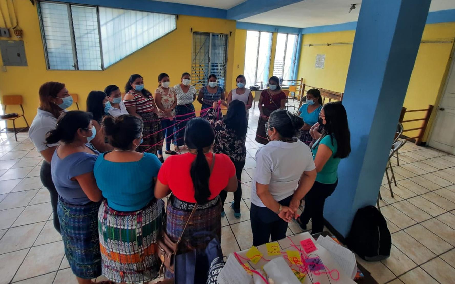PAMI y Red Juvenil Metamorfosis facilitan taller «Conociendo mis Derechos» a lideresas de dos municipios de Suchitepéquez
