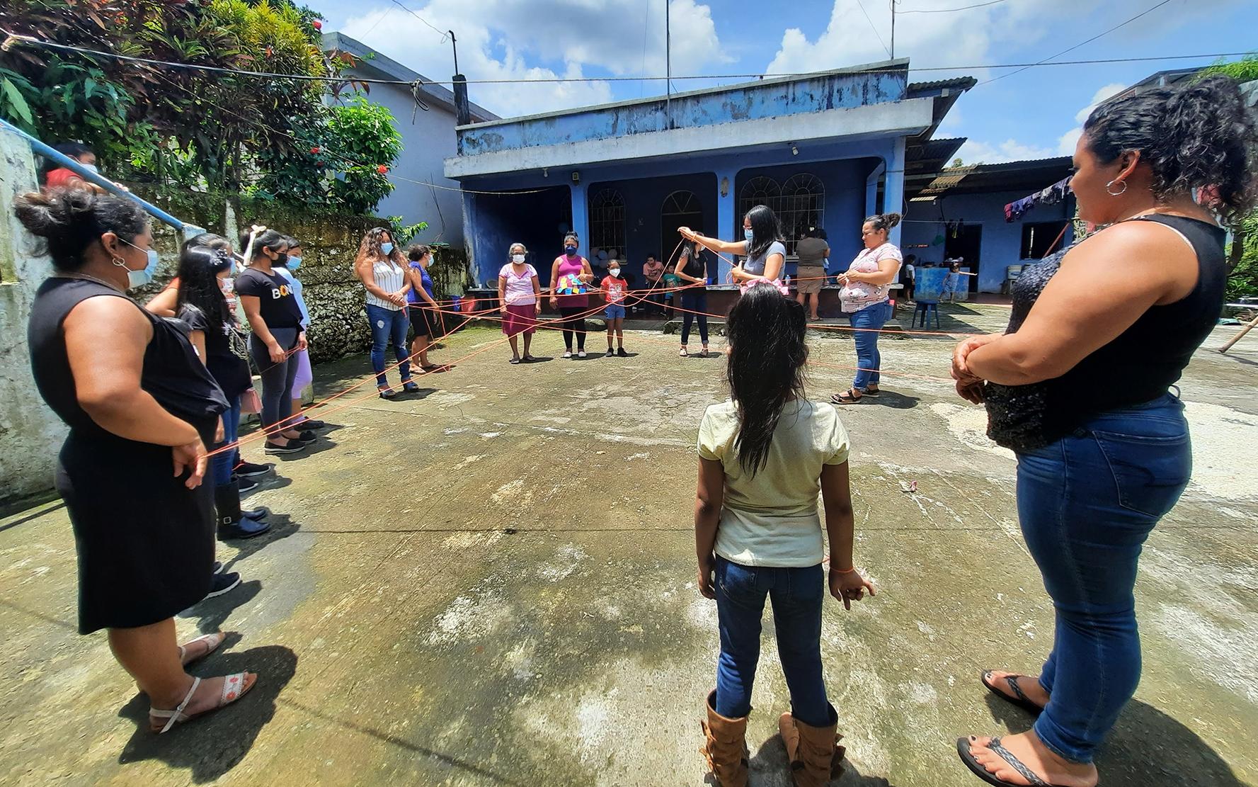 Mujeres de San Francisco Zapotitlán, Suchitepéquez, reflexionan sobre derechos de la niñez y su corresponsabilidad en darles vida